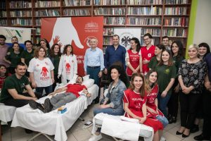 """President Meta at the blood donation session by the organization """"New Acropolis"""""""