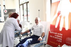 "President Meta donates blood for the thalassemia children, as part of the ""Blood Donation Alliance"": Blood donation is humanism, solidarity and responsibility"